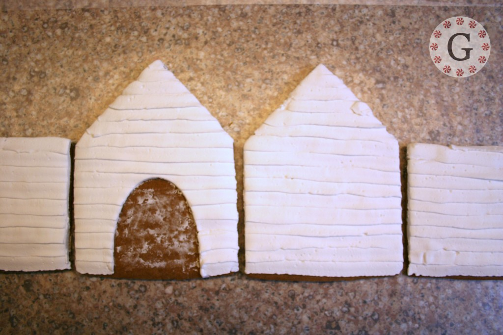 GingerbreadDogHouse1